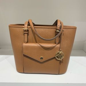 Michael Kors Jet Set Item Tote in luggage